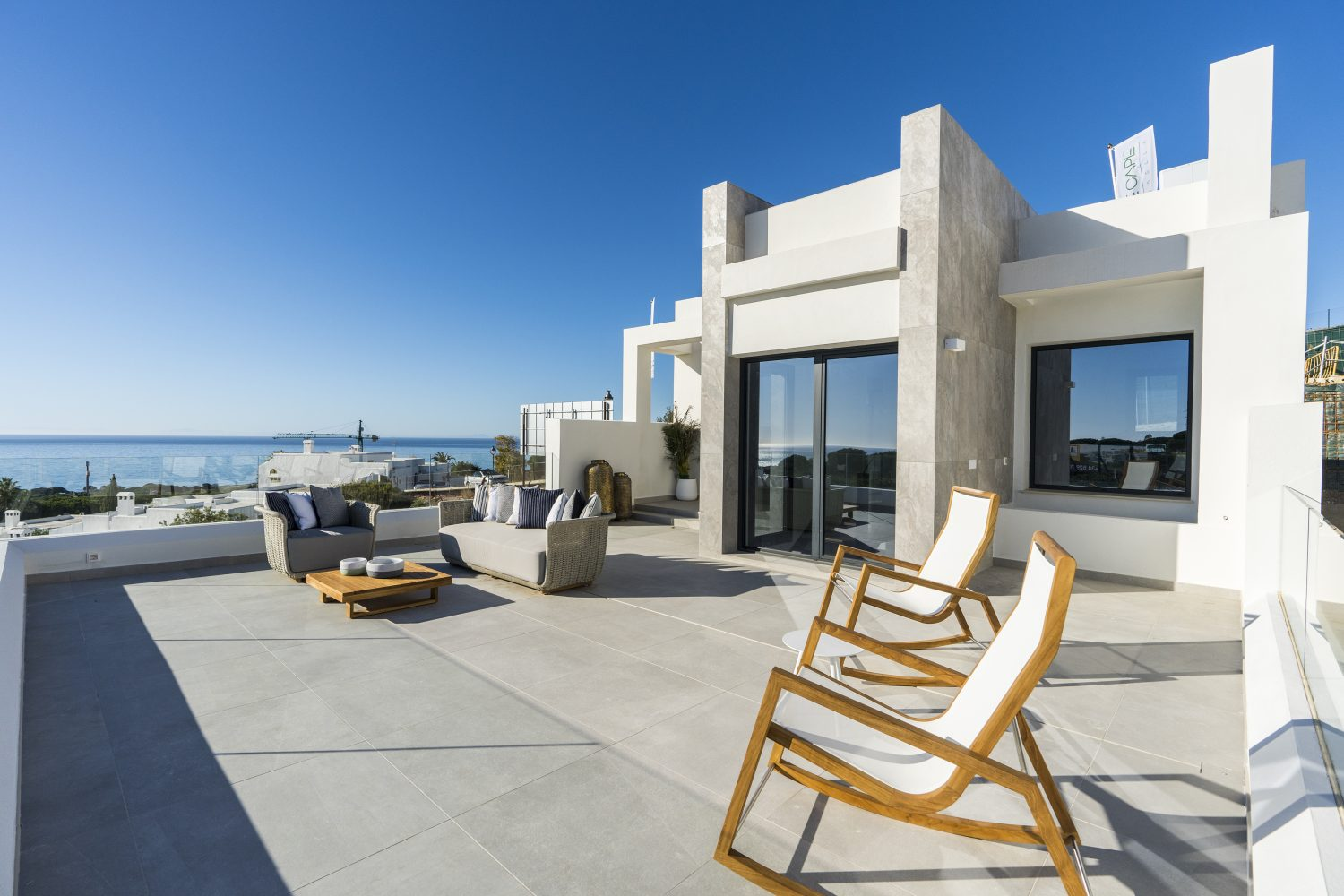 Exclusive residential complex made up of 23 townhouses and 2 independent villas in Cabopino, Marbella