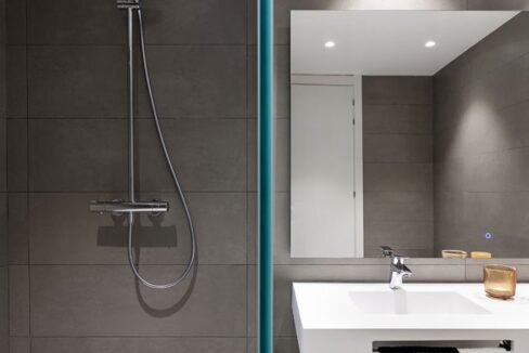 Scenic-interior-vertical-3-2-683x1024